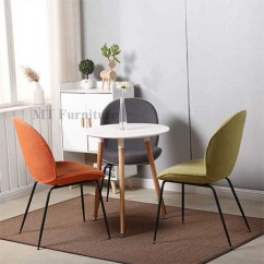 Set copine 3TT-06 + 3 ghế Gubi/Beetle chair